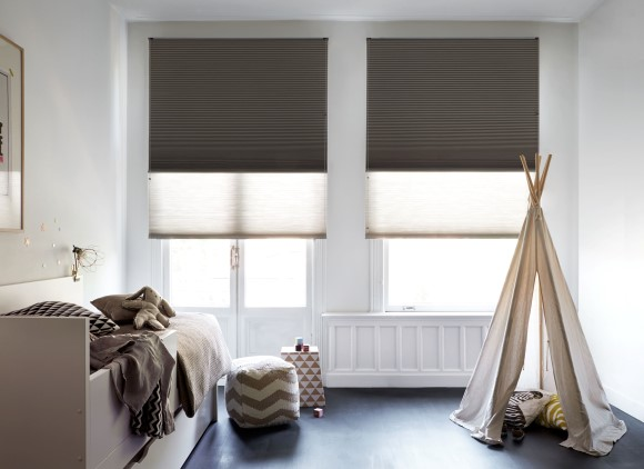 Pliss gordijnen for Raamdecoratie slaapkamer verduisterend